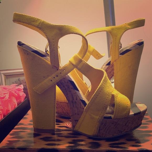 naughty monkey Shoes - Yellow platform shoes